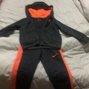 Nike dri fit sweat suit